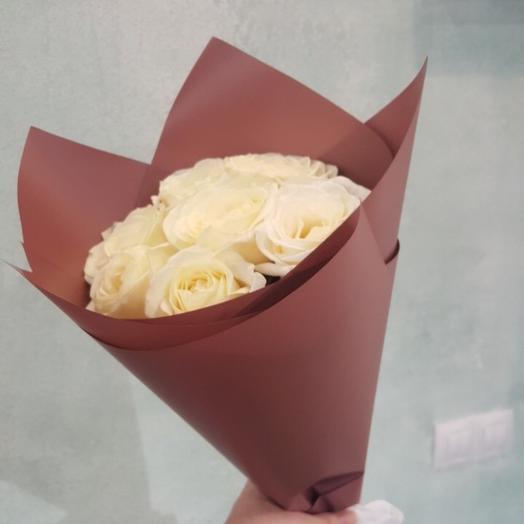 7 белых роз: букеты цветов на заказ Flowwow