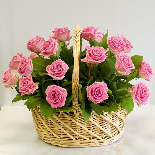 25 roses in a basket: flowers to order Flowwow