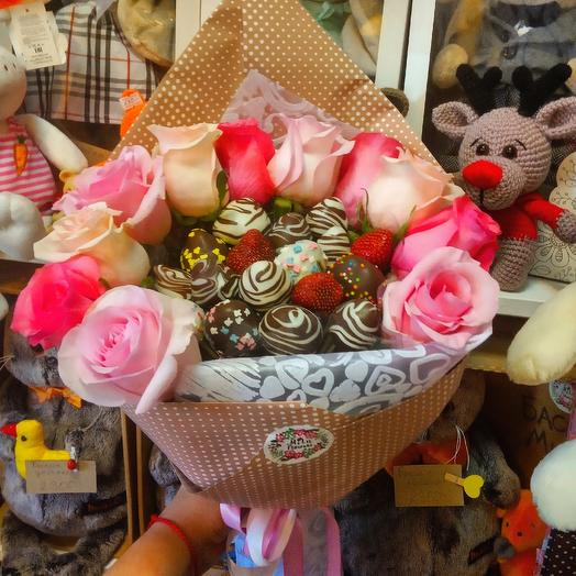 "Букетик с клубникой ""Романтика"" 1: букеты цветов на заказ Flowwow"