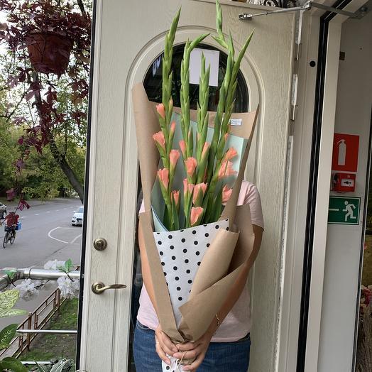 Гладиолус: букеты цветов на заказ Flowwow