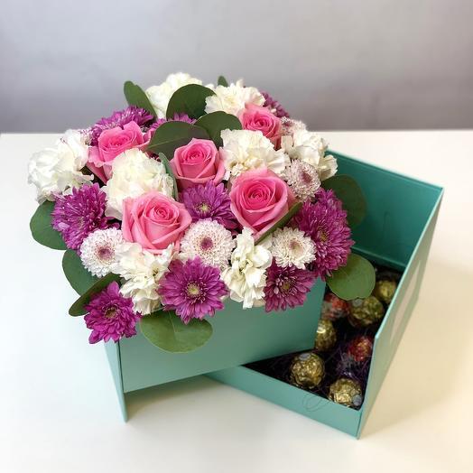 Нежная коробочка с конфетами Lindt и Ferrero: букеты цветов на заказ Flowwow
