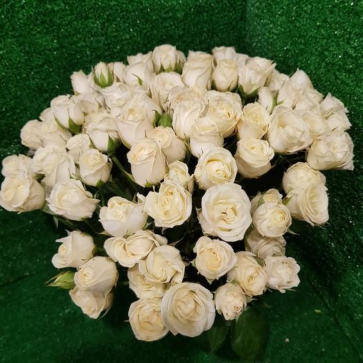 Кустовые белые розы