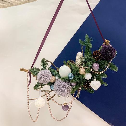 Новогодний полувенок: букеты цветов на заказ Flowwow