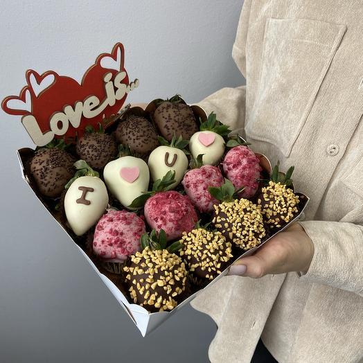 Подарочная коробка с 16 клубниками в шоколаде