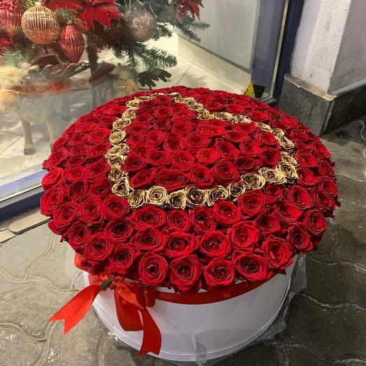 Сердце из роз в шляпной коробке (151шт