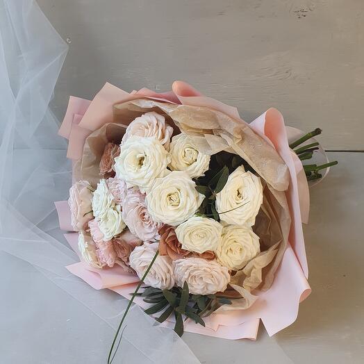"""Букет из роз и диантуса """"Парижанка"""""""