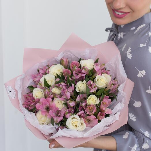 Авторский букет из альстромерии и розы Кения 40см