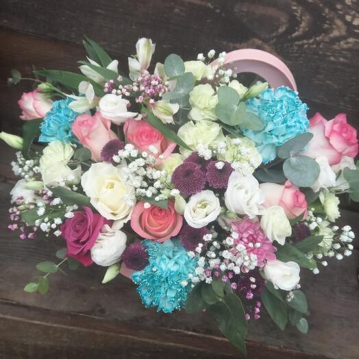 Цветы в коробке сердце ️