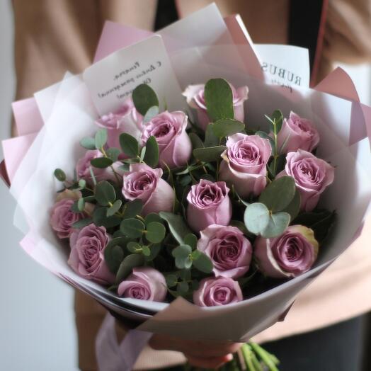 Сиреневые розы с эвкалиптом 🌹