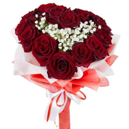 Сердце из роз на ноге с гипсофилой: букеты цветов на заказ Flowwow