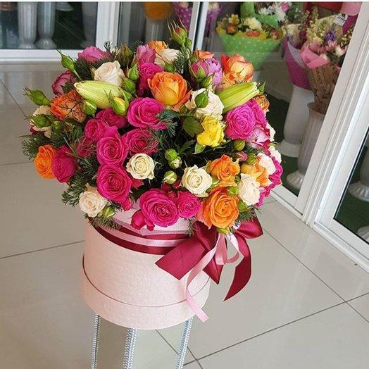 Шляпная коробочка  Яркий взрыв эмоций: букеты цветов на заказ Flowwow