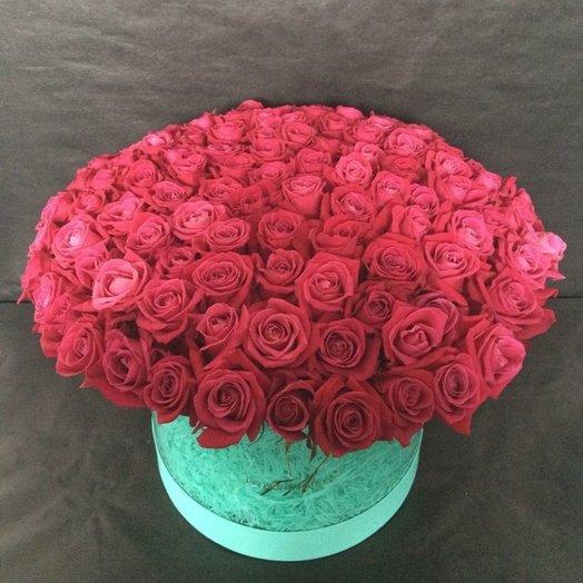 Композиция в шляпной коробке из 101 розы Шангри Ла