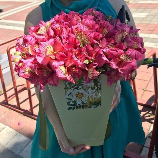 Коробка с альстрамерией: букеты цветов на заказ Flowwow