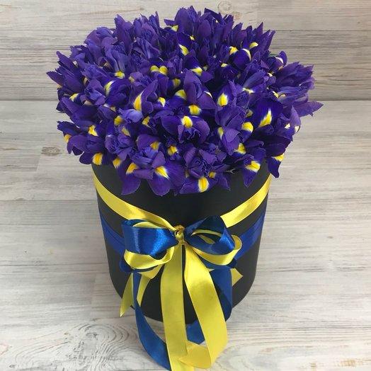 Коробки с цветами. Ирисы. N31: букеты цветов на заказ Flowwow