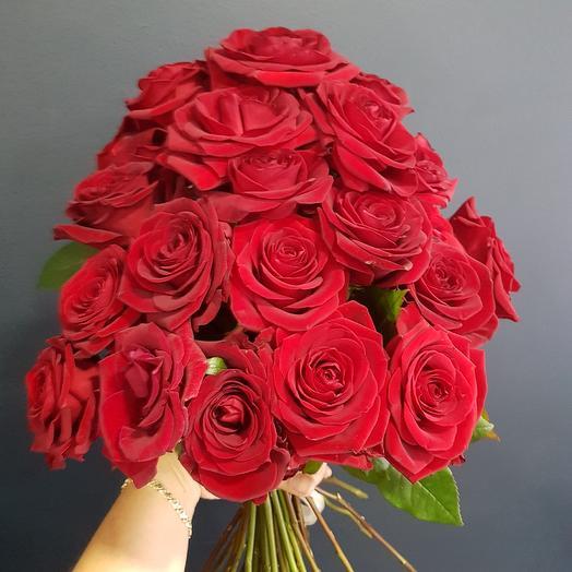 Каскад из роз: букеты цветов на заказ Flowwow