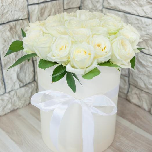 Коробка из 29 белых роз