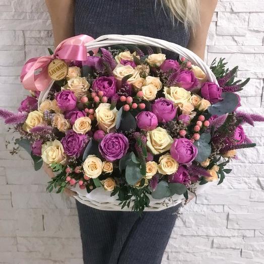 Большая корзина с розами «Взрыв чувств»: букеты цветов на заказ Flowwow