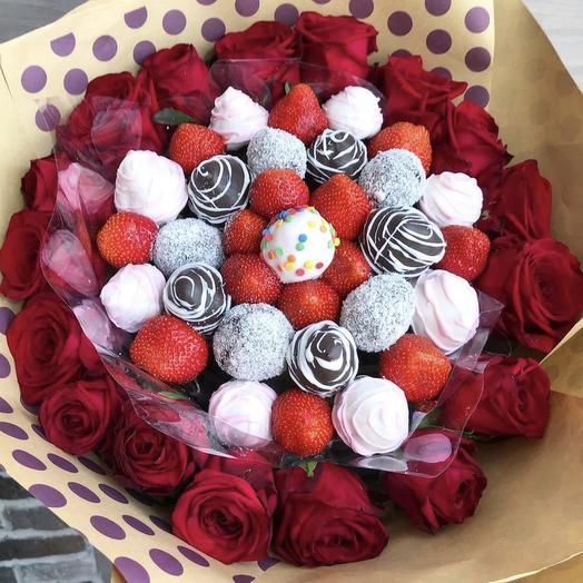 Клубничный букет «Венеция»: букеты цветов на заказ Flowwow
