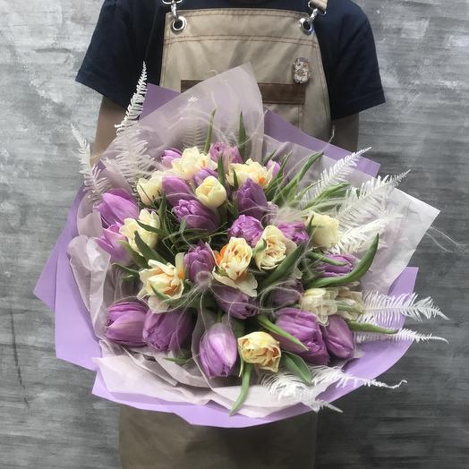 Нежный букет с пионовидными тюльпанами и нарциссом: букеты цветов на заказ Flowwow