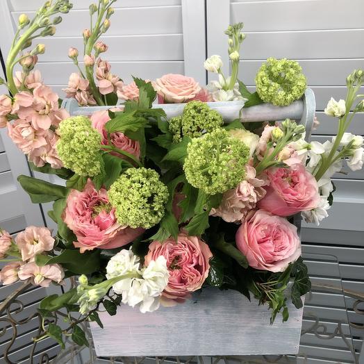 Ящик из пионовидной розы