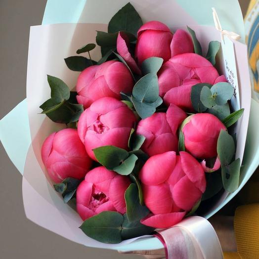 Пионы и эвкалипт: букеты цветов на заказ Flowwow