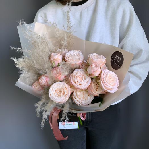 Монобукет из кустовых роз Bombastic