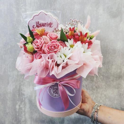 Цветы в коробке с имбирным пряником Мамочке»