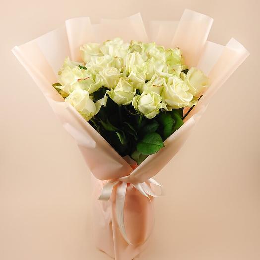 Монобукет из 25 белых роз Аваланч (89)