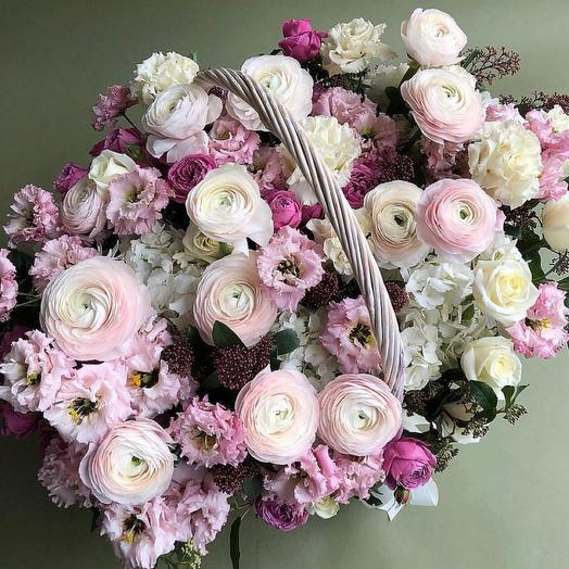 Корзина с цветами Ранункулусы и гортензии