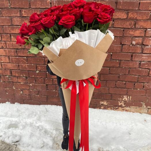 Охапка красных роз