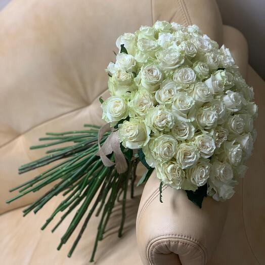 Белые розы Mondial