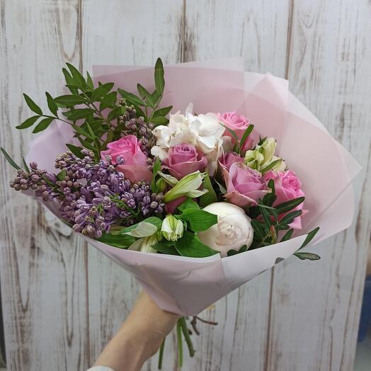 Нежный букет с пионом, сиренью и ассорти цветов
