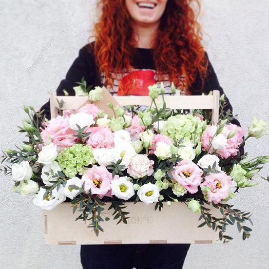 Большой ящик с цветами: букеты цветов на заказ Flowwow