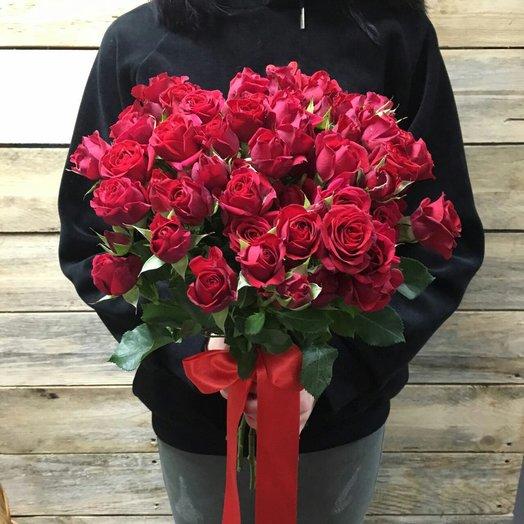Букет из 10 красных кустовых роз 50 см: букеты цветов на заказ Flowwow