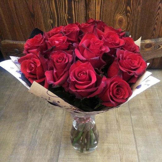 17 алых роз: букеты цветов на заказ Flowwow