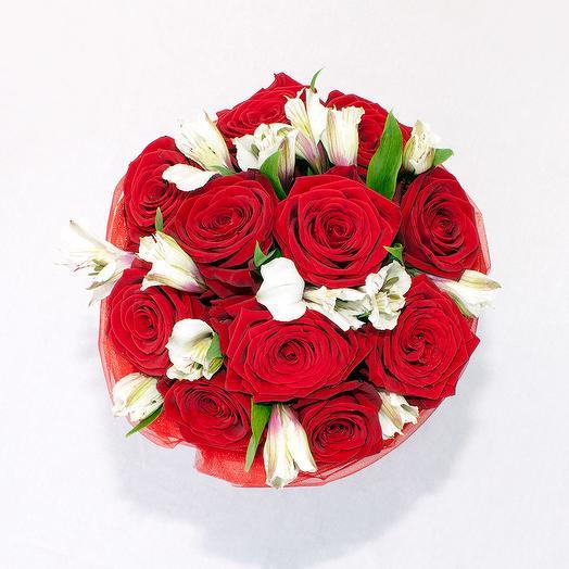 Наоми и Альстромерия в шляпной коробке: букеты цветов на заказ Flowwow