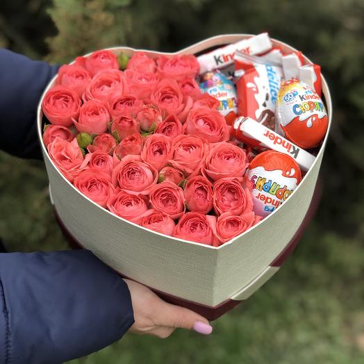 Коробка с киндерами: букеты цветов на заказ Flowwow
