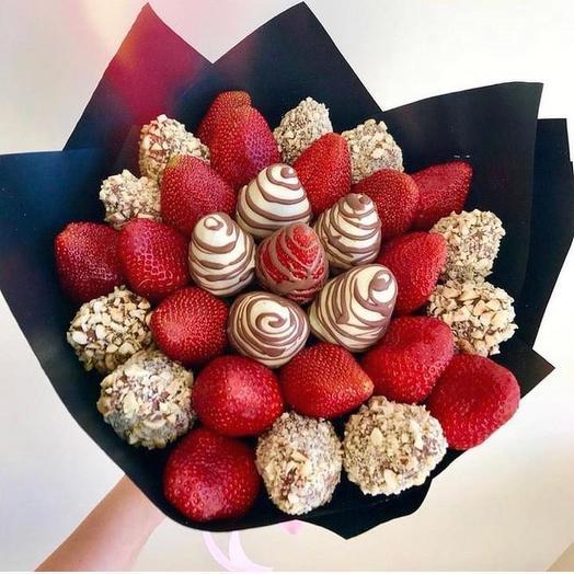 Сладкий клубничный букет «Фантазия»: букеты цветов на заказ Flowwow