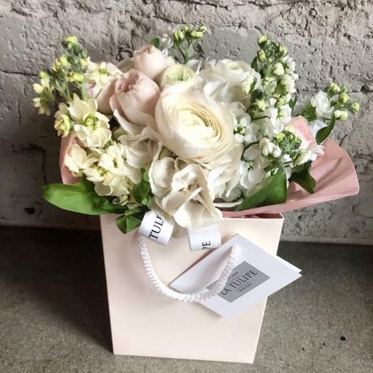 Ранункулюсы и пионовидные розы: букеты цветов на заказ Flowwow
