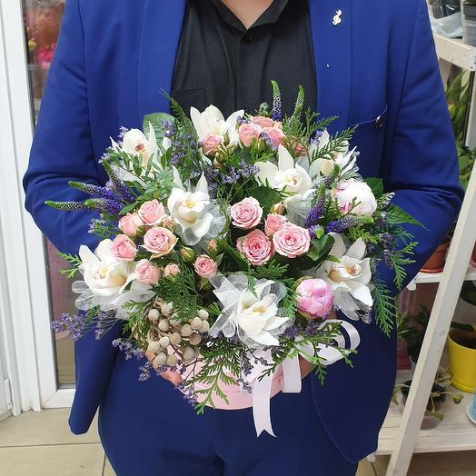 Коробочка орхидей: букеты цветов на заказ Flowwow