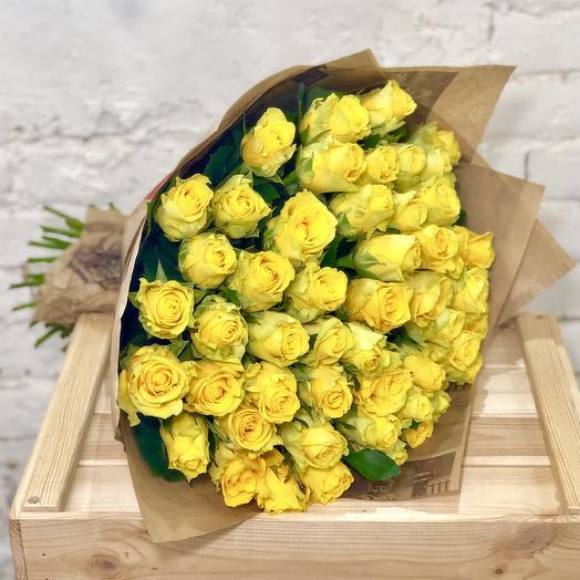 51 желтая роза в крафте