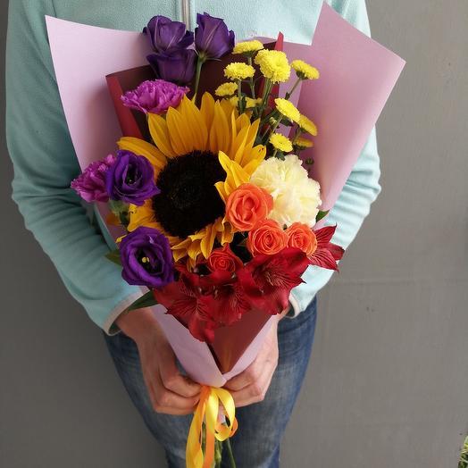 Яркий день. С подсолнухом, лизиантусом и розами: букеты цветов на заказ Flowwow