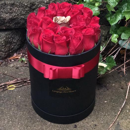 Medium black box with red roses: flowers to order Flowwow