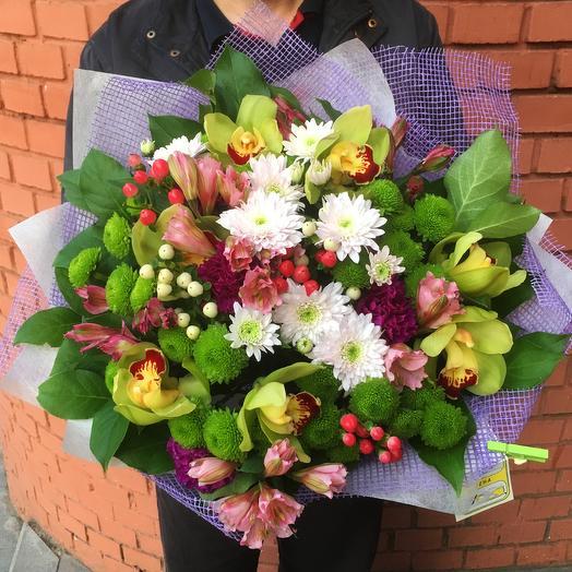 Разноцветный букет с орхидеями, альстромериями, кустовыми хризантемами: букеты цветов на заказ Flowwow