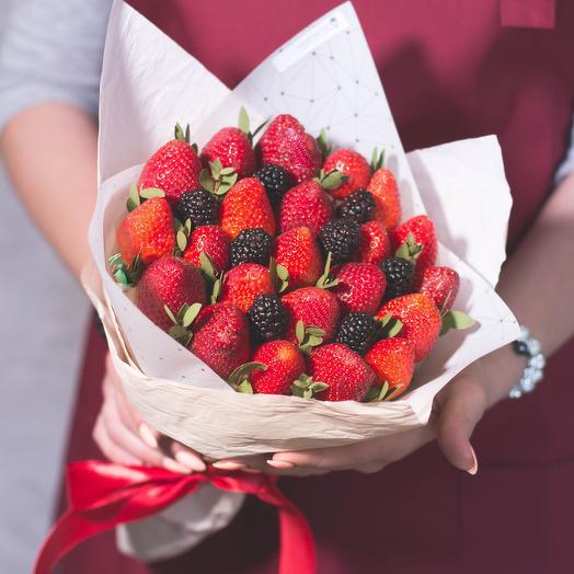 """Букет из фруктов """"Ягодный"""": букеты цветов на заказ Flowwow"""