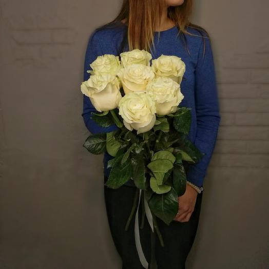 7 белоснежных роз: букеты цветов на заказ Flowwow