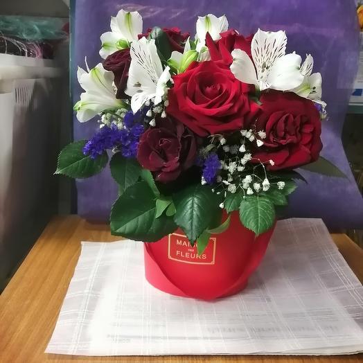 7 роз с белой альстромериеей