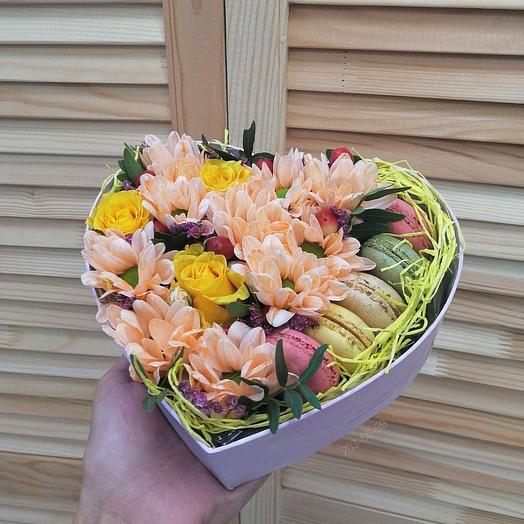 """Цветочная коробка с макарунсами """"Акварель"""""""