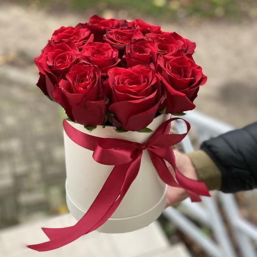 Коробочка красных роз