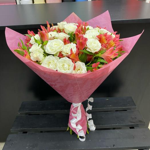 Букет из кустовых роз и Альстромериа
